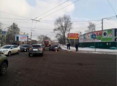 В Вологде машина и автобус не поделили перекресток
