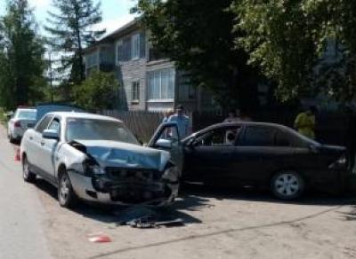 Машина после ДТП сбила двух женщин