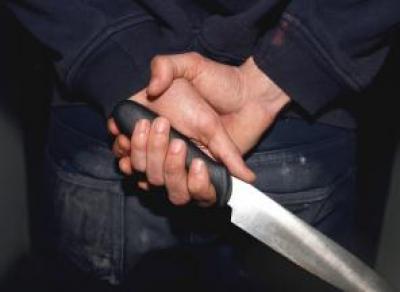 Подросток, страдающий психическим расстройством, напал на вологжанок с ножом