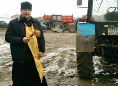 Перед посевной в Грязовецком районе освятили трактора