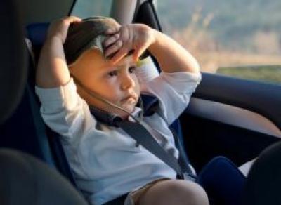 Женщина в жару заперла 3-летнего сына в машине