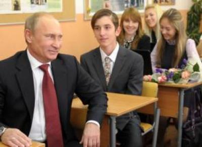 Путин поручил снизить число контрольных в школах