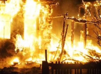 Жилой дом сгорел ночью в Вытегорском районе