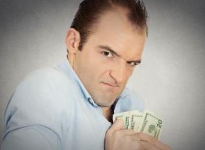 Предпринимателя судят из-за невыплаты зарплаты