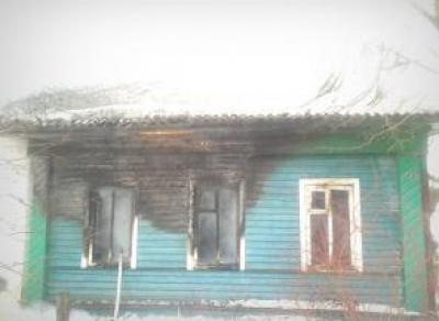 Неизвестные подожгли дом в деревне Варницы