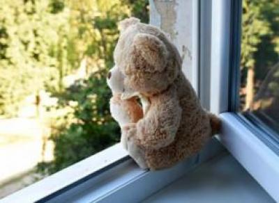 1,5-годовалая девочка погибла, выпав из окна