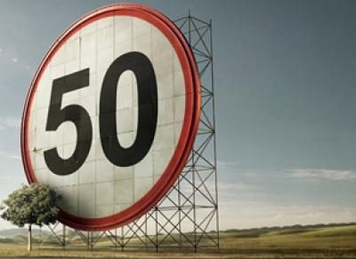 Власти предлагают ограничить скорость в населенных пунктах до 50 км/ч