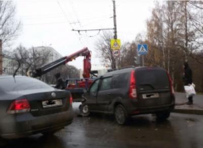 Крупное ДТП в центре Вологды парализовало движение
