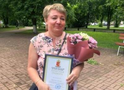 Череповчанку наградили за помощь старушке