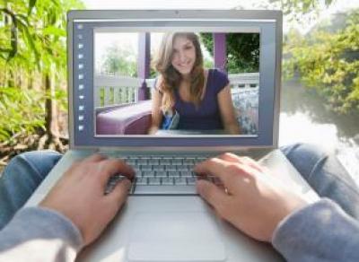 Правила знакомства и общения с девушками в сети