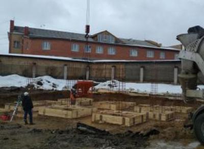 Настадионе «Витязь» начали заливать фундамент будущего бассейна