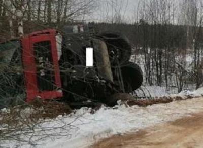 Два грузовика не поделили дорогу