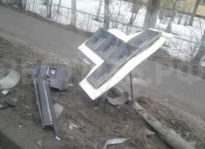В Вологде автомобиль снес светофор