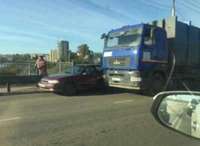 Огромная пробка на Предтеченской возникла сегодня из-за ДТП