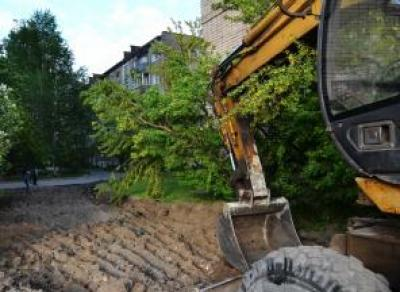 Ремонт двора в Заречье начался на неделю раньше