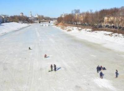 В Вологде на некоторых рыбаков составили административные протоколы за выход на лед