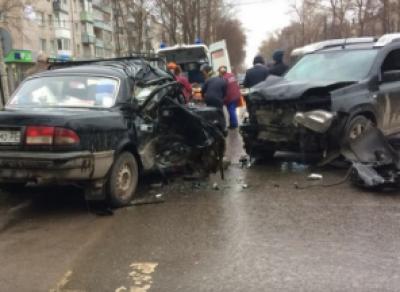 В Соколе «Волга» столкнулась с кроссовером