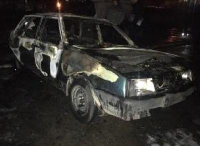 У юного вологжанина сожгли машину