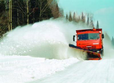 На трассе области утром микроавтобус врезался в снегоочиститель: 7 пострадавших
