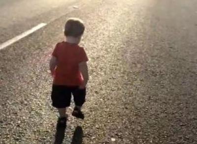 2-летний мальчик попал под машину