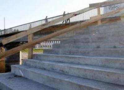 Новые ступени на Красном мосту прослужат вологжанам два года