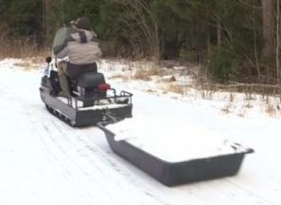 Организаторам лыжных гонок пришлось завозить снег