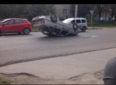 Иномарка перевернулась из - за лопнувшего колеса