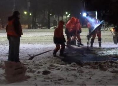 В Вологде укладывали асфальт на слой снега