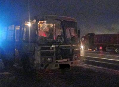 В Вологодской области грузовик въехал в пассажирский автобус