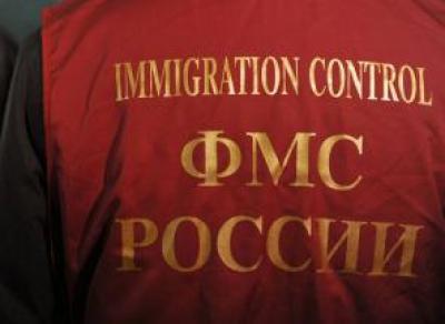 9 нелегальных мигрантов жили и работали в торговом центре Вологды