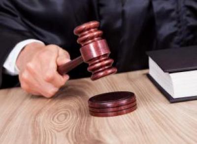 Считать санитарок уборщицами запретили в областном суде Вологды