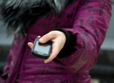 Молодой человек втерся в доверие и украл у череповчанки телефон