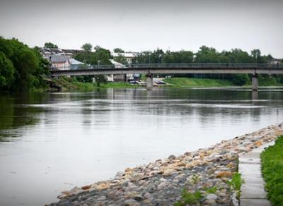 Личность мужчины, тело которого вытащили из воды у Красного моста, установлена