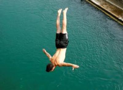 Череповчанин прыгнул с моста ради лайков