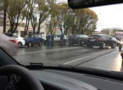 На Ленинградской столкнулись 7 машин