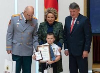 Мальчика из Вытегорского района наградили за спасение друга