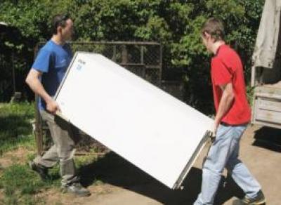 Прохожие помогли вологжанину украсть холодильник