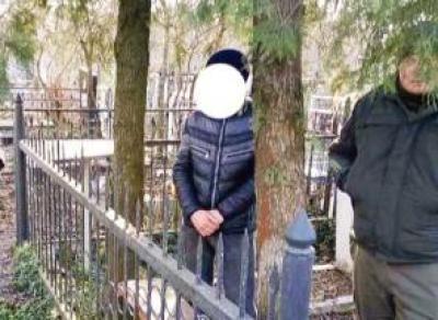 Житель Вологодчины воровал на кладбище