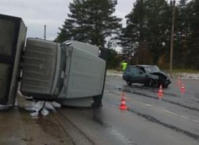 В Кадуе пьяный водитель без прав врезался в грузовик