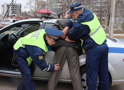 Вологжанин ударил полицейского за отказ вызвать ему такси