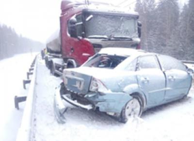 Под Череповцом столкнулись грузовик и легковушка: один человек погиб
