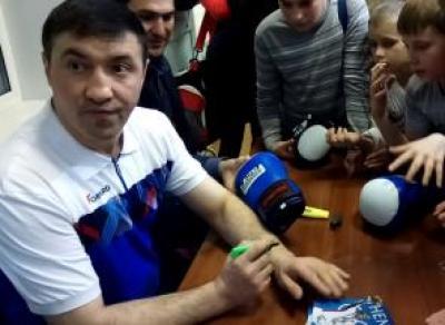 Олимпийский чемпион проведет мастер-класс по боксу в Вологде