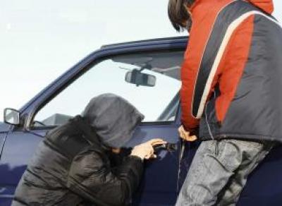 В Шексне подростки сбежали из спецучреждения и угнали автомобиль