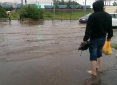 Вологда тонет: коммунальные службы города начали откачивать воду с затопленных участков
