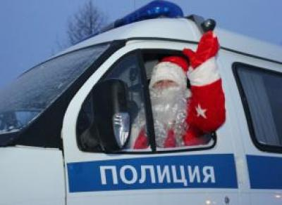 Сотрудники МВД поздравили детей с Новым годом