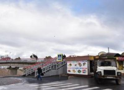 У Красного моста демонтировали ларек с шаурмой