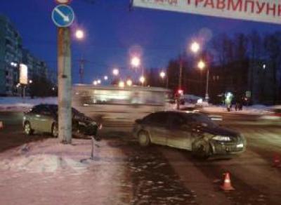 Две иномарки столкнулись в Вологде накануне
