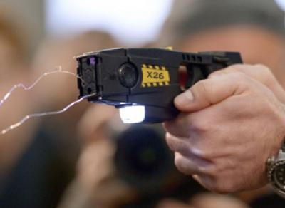 Вологодский таксист ударил своего пассажира электрошокером