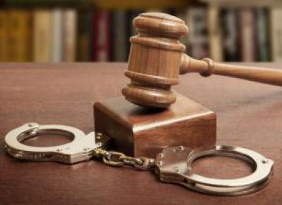 Двое мужчин из Великого Устюга оказались под следствием за нападение и оскорбление полицейского