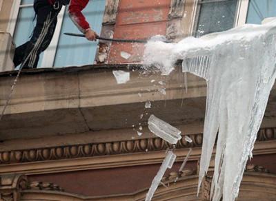 За сосульки на крышах домов управляющим компаниям может грозить штраф